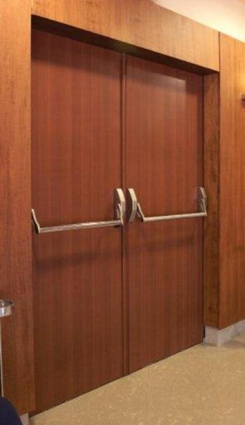 Venta y alquiler de puertas cortafuegos for Puertas contra incendios